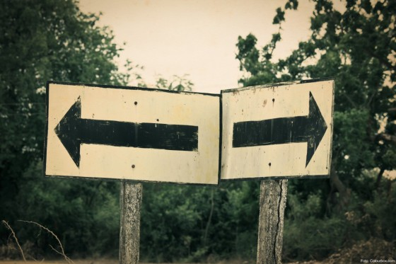 Two ways separate traffic sign.